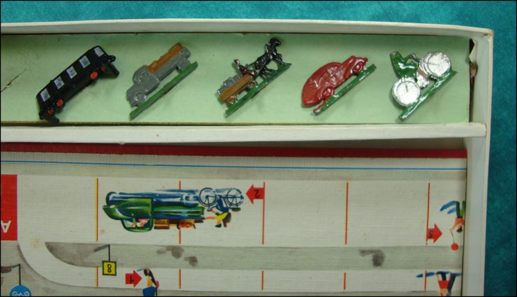 Brettspiel ; Board game ; Jeu de société ; 1952 – Was wird hier falsch gemacht ? ; triporteur TEMPO HANSEAT 1951 ; Packard 1948 Standard Eight Station Sedan 220 ; Chevrolet 1950 1951 Deluxe Styleline ; Jaguar 1949 Mark 5